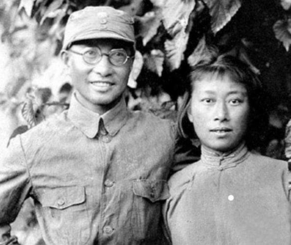 当时陈赓正好接受国民革命军第二军唐生智的任命,担任特务营的