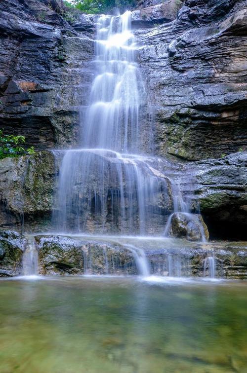 太美啦飞瀑流泉清泉淙淙济南这处清幽十足的避暑秘境再不去就火了