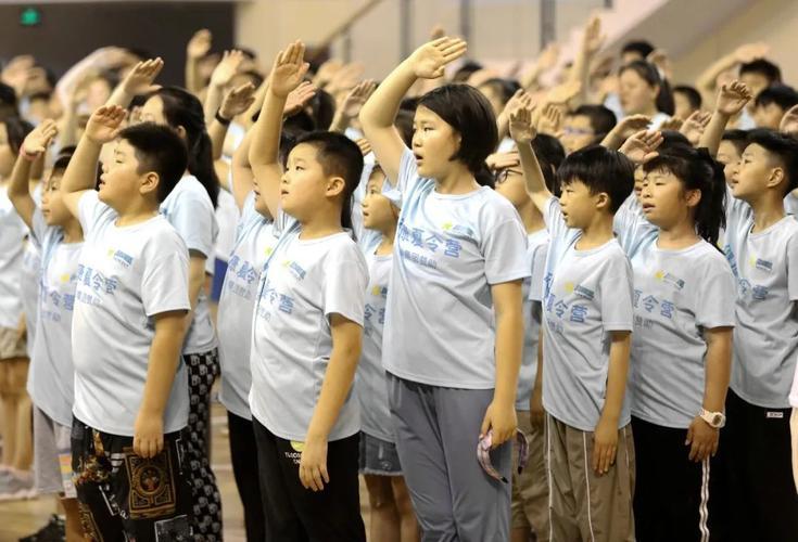 少年宫小海燕艺术团带来中华武术表演和拉丁舞表演,武术一招一式虎虎