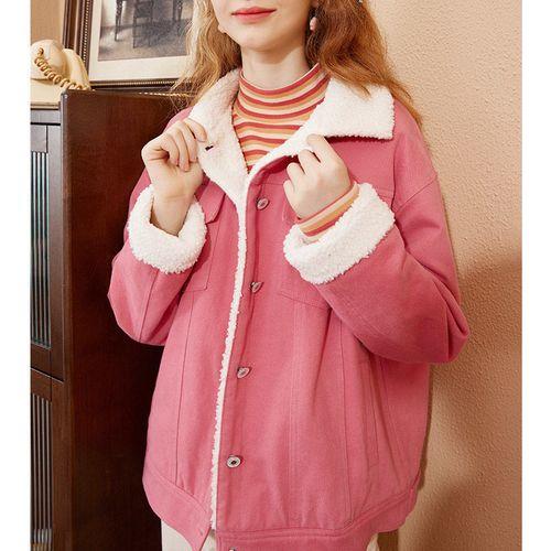 女生冬季粉色棉袄搭配