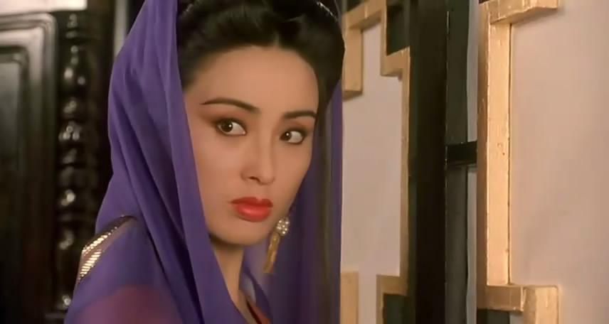 1988年,与港片女神钟楚红合作出演了《火舞风云》