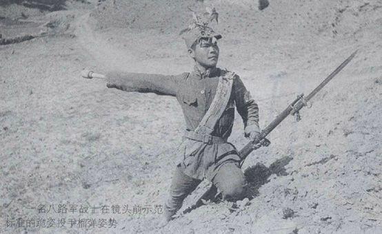 他的二弟石成尧,就是在拆解哑弹,排除故障时牺牲的.